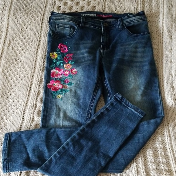 freestyle revolution Denim - 💐Floral embroidered skinny jeans
